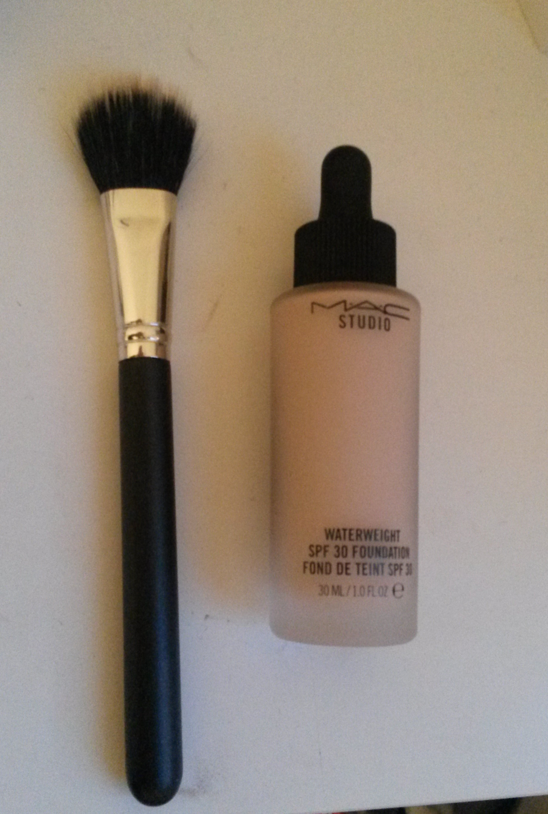 Double fibre brush and mac foundation